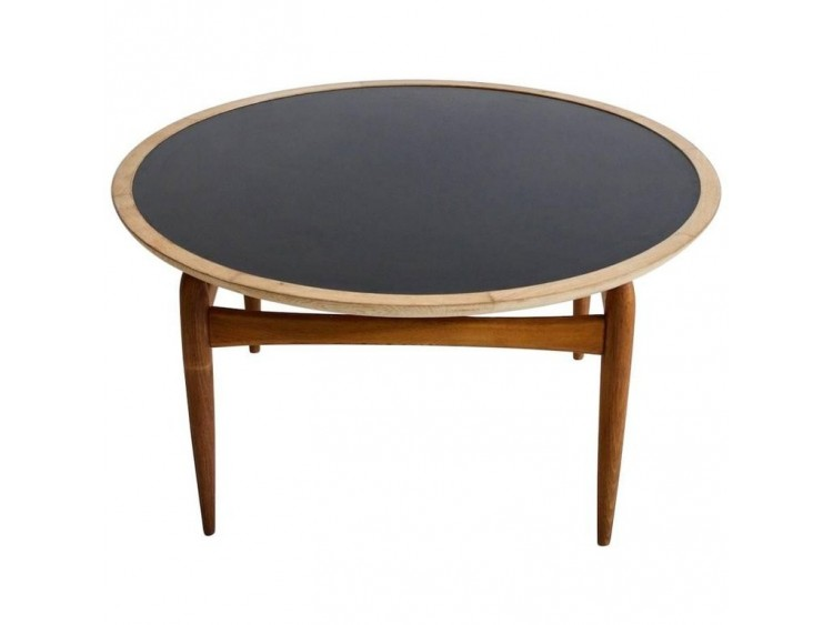 Round Oak Coffee Table by L.Pontoppidan